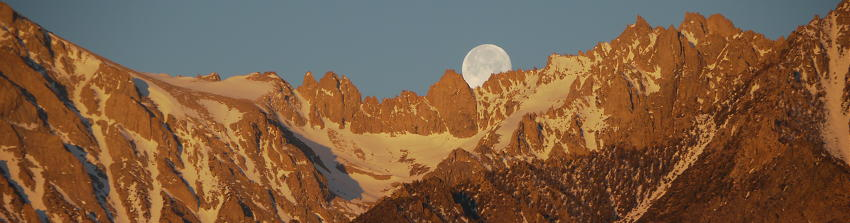 Moonset and sunrise over the Center Basin Crags